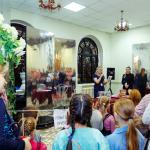 Ачинский драмтеатр радовал маленьких зрителей памятными призами. (2)
