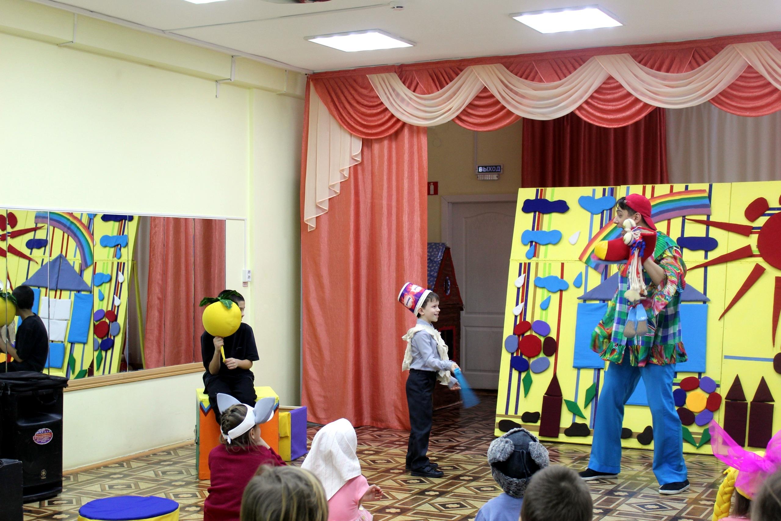 Дарим сказку в гостях у КГБУ СО Центр семьи Ачинский3