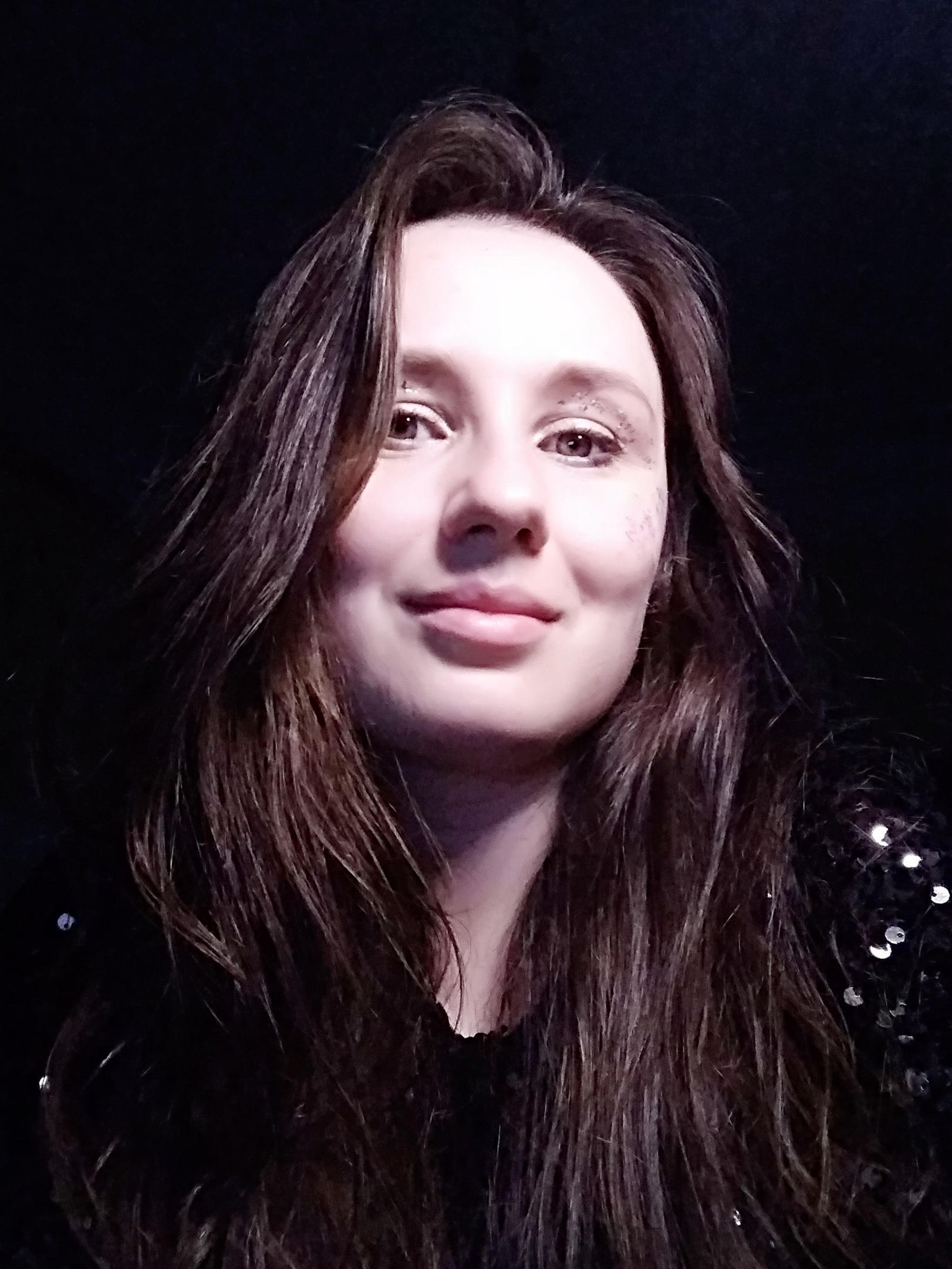 Интервью с Екатериной Угленко, художником нового спектакля «Летел и таял» 1-S4kQ02Sz3ig