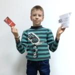 Максим забирает свой приз (1)