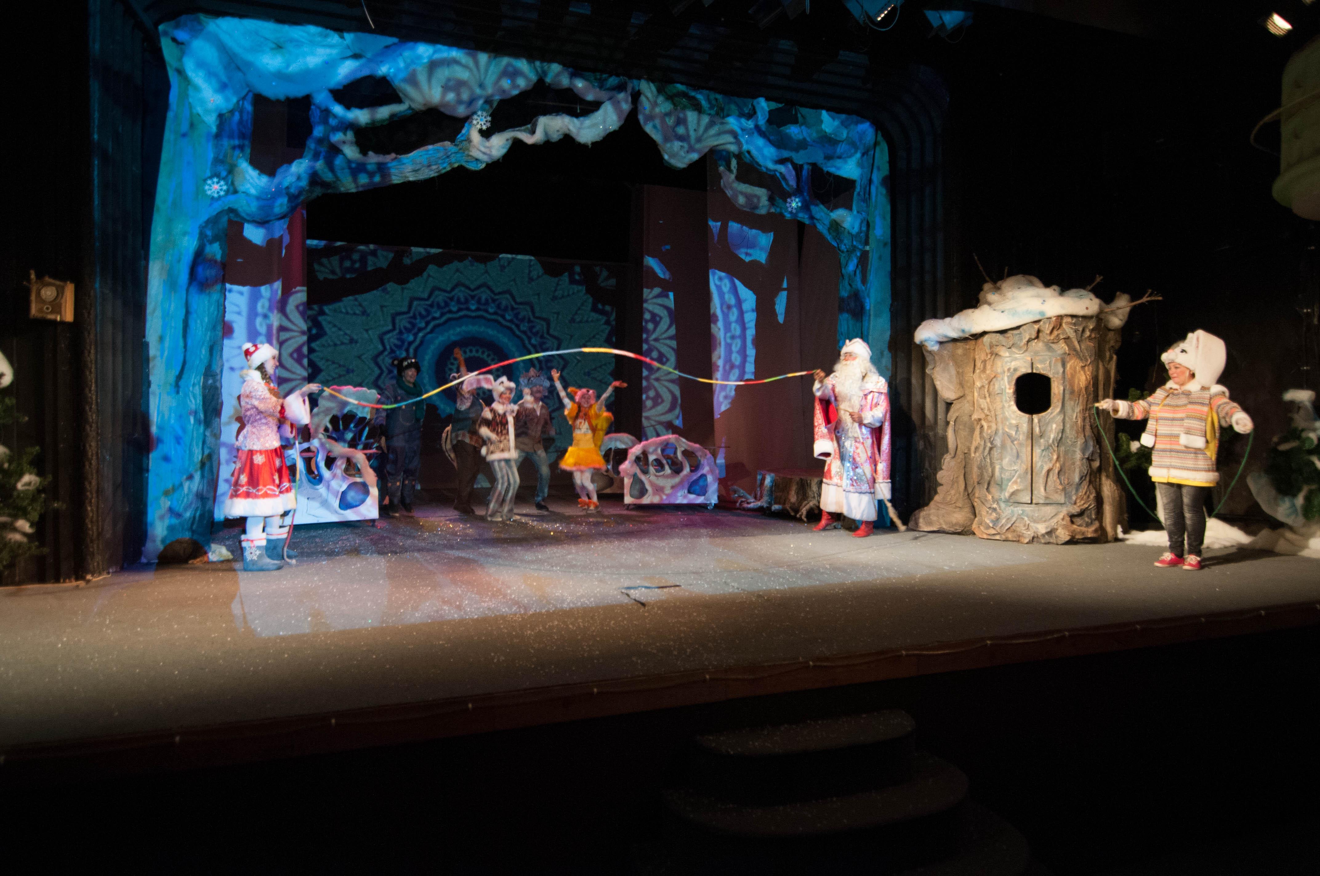 Премьера Снегуркиной школы состоялась в ачинском драмтатре 4