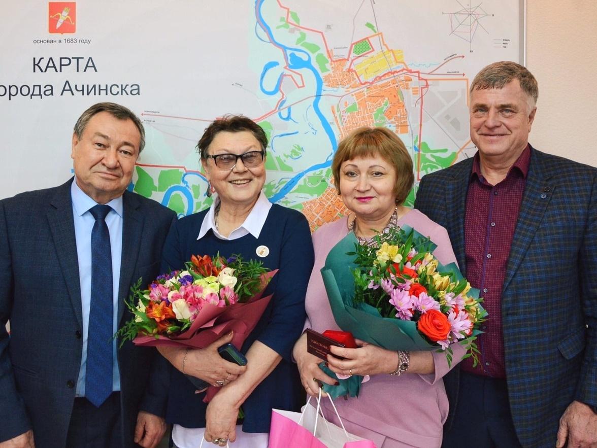 В администрации города поздравили Надежду Суханову и Марину Качан с Днём работника культуры России (3)