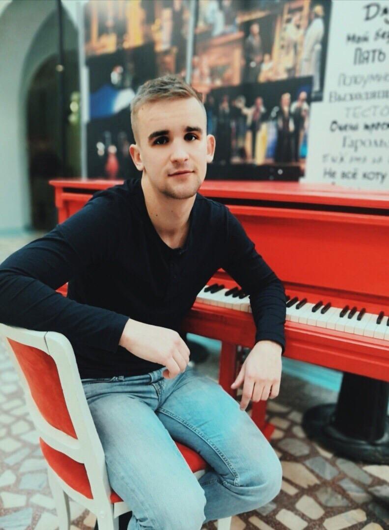 Интервью с именинником, актёром Ачинского Драматического театра Андреем Никоновым1