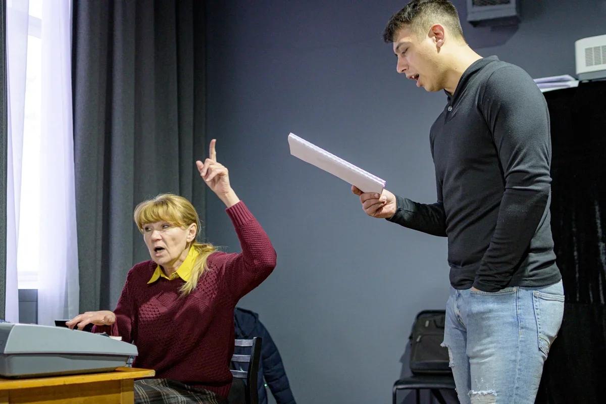Интервью с педагогом по вокалу Ачинского драматического театра Еленой Петрачковой 4-XvQ1bRFxLaM