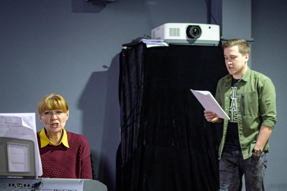 Интервью с педагогом по вокалу Ачинского драматического театра Еленой Петрачковой 7-34NCKPqn87w