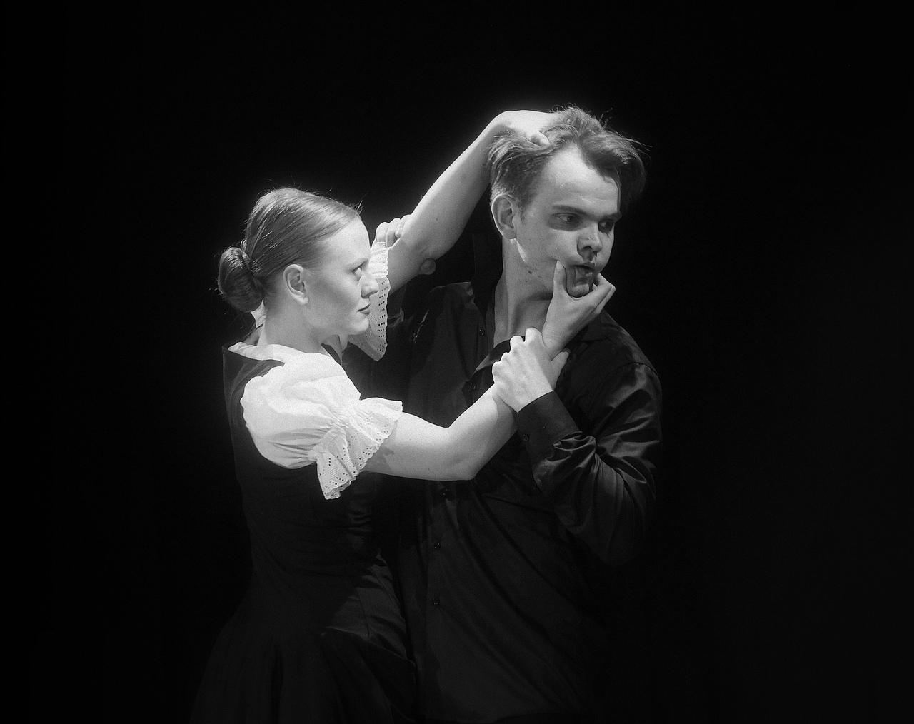 Ачинский драматический театр поздравил с днём рождения своего артиста Владимира Коренского. Интервью с именинником. (2)