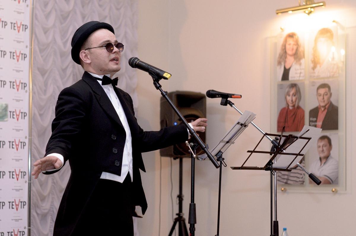 Ачинский драматический театр поздравил с днём рождения своего артиста Владимира Коренского. Интервью с именинником. (3)