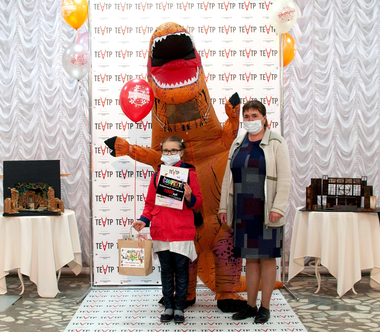 Ачинский драматический театр вручает подарки победителям детского конкурса 2