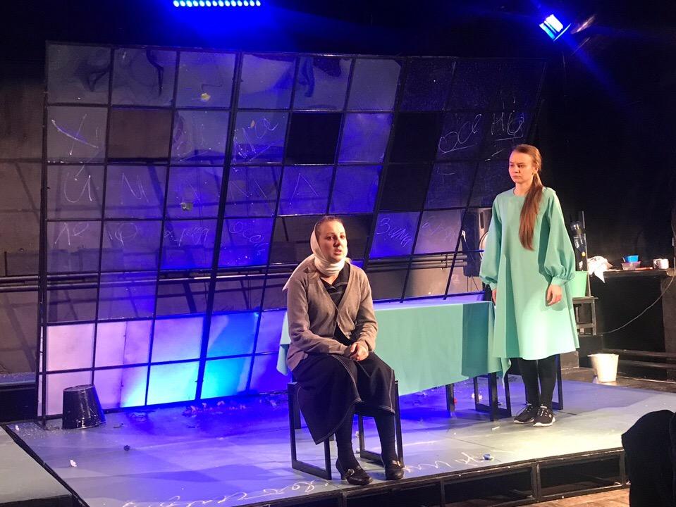 Поздравление и интервью с именинницей - артисткой театра Антониной Крупенниковой (4)