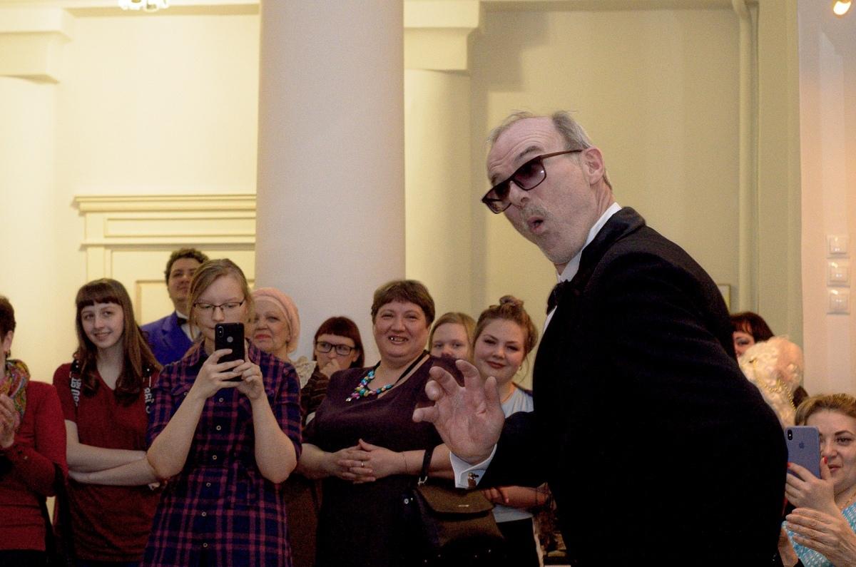 Артист Ачинского театра Сергей Сумин принимает поздравления с днём рождения (5)